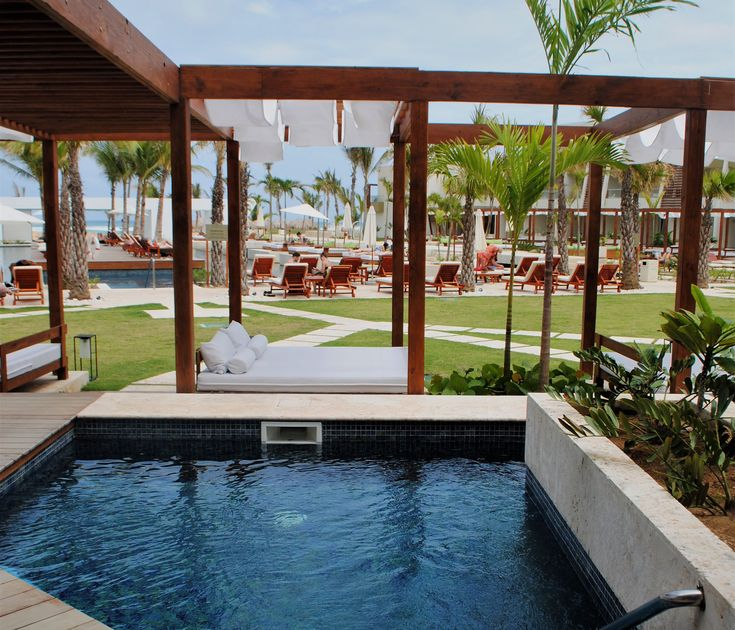 This swim-out suite is the dreamiest. // #resort #swimout #beachlife #travel