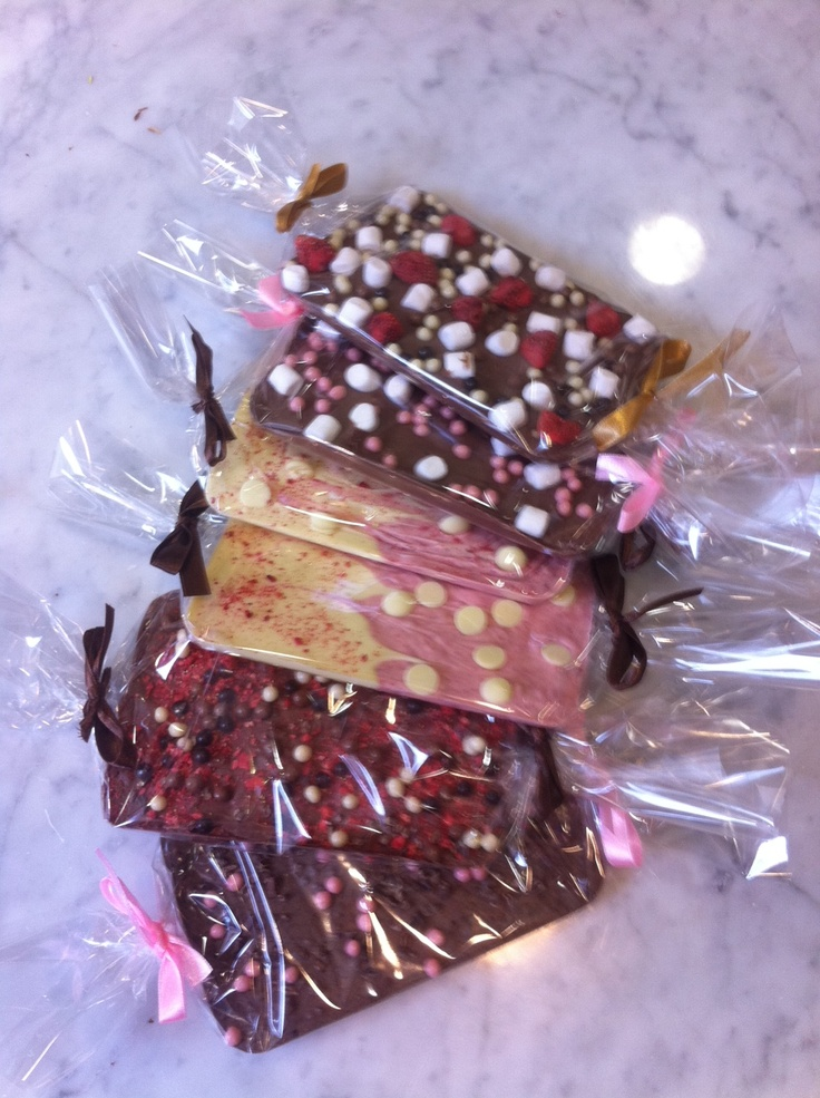 it would be easy to make your own chocolate bars for christmas hampers