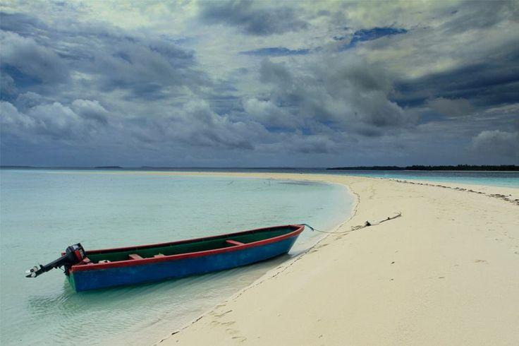 baronda maluku memiliki pasir yang putih dan lautan biru yang mempesona