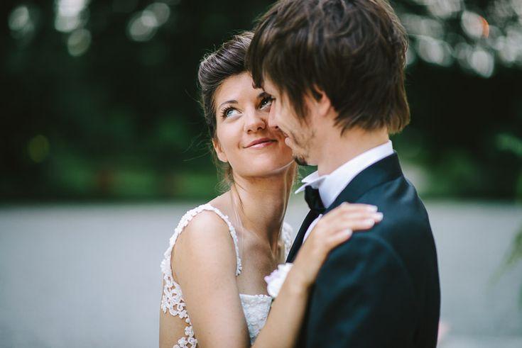 Fotografie di un elegante matrimonio all'americana a Mantova. Rito religioso all'aperto a Villa di Bagno • Sposarsi in residenze d'epoca in Lombardia.