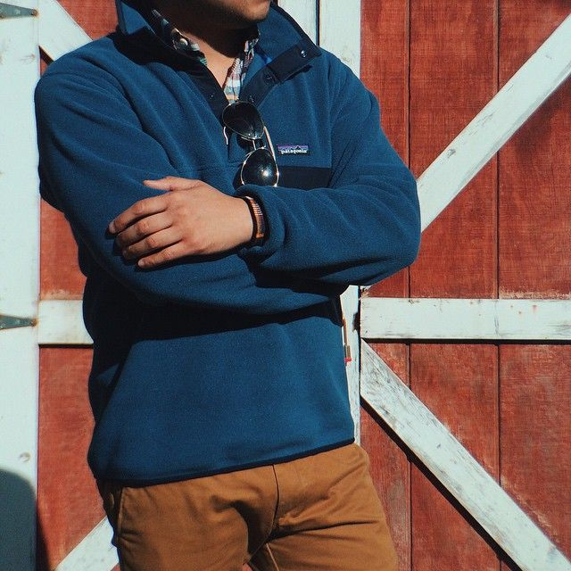 Fleece: @Patagonia + Shirt: @KJPbrand + Sunglasses: @RayBan + Chinos: @JCrew // IG: @jeffdepano