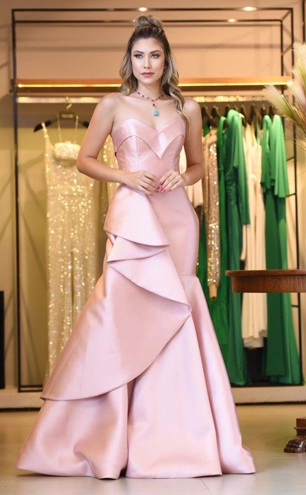 Vestido rosa para madrinha de casamento: confira esta seleção com mais de 70 vestidos de festa longos em modelos que v… in 2020 | Fashion, Gowns, Party fashion