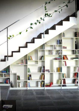 La biblioth que billy sous un escalier more ikea billy and ikea hack ideas - Agencement dressing ikea ...