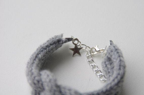 bracelet en tricotin gris clair réglable