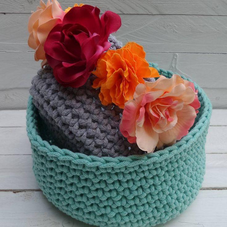 Koszyki na szydełku. Miętowy oraz szary..flower power#mamuki #handmade #homedecor #homedesign #decoration #decor #szary #grey #interiordesign #mieta #mint #crochet #cord #cottoncord #basket #kosz #koszyk #minty #recznierobione #szydelko #recznarobota #przechowywanie #prezent #dekoracje #ozdoby #flowers #kwiaty #naszydelku #sznurek #wnetrza
