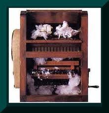 El algodón se había convertido e en una industria esencial para la construcción de las colonias americanas. Con la invención de la desmotadora de algodón, se preemitió un mayor desarrollo de esta industria.62