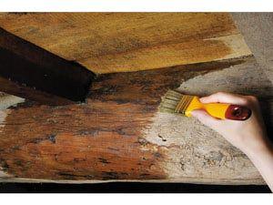 Cómo barnizar un mueble de madera paso a paso: Teñir para dar color o elegir un barniz con el tono deseado