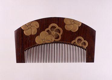 「捻梅散蒔絵櫛」江戸時代 19世紀 サントリー美術館