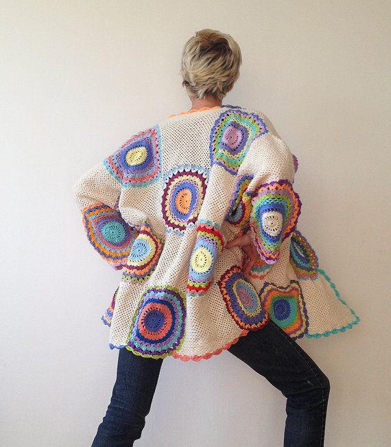 La chaqueta ajusta a tamaños M-XXXXL. Es 85cm (33,5 pulgadas) de largo y mide 220cm (86,6 adentro) alrededor de las caderas cuando se colocan acostadas.   Si quieres comprar una chaqueta como esta, convo a mí! Por favor tenga en cuenta que puede tomar 2 semanas para hacer uno