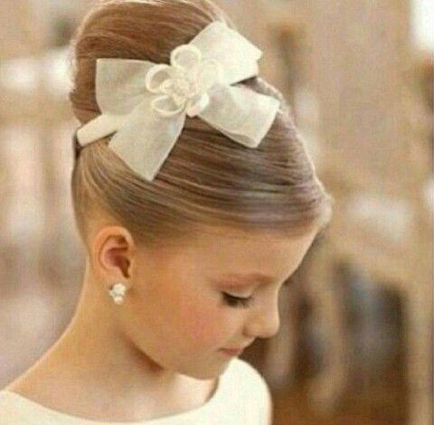 Juro que se eu soubesse quem é essa menininha ia convidá-la para ser minha dama também!!! Kkkkk
