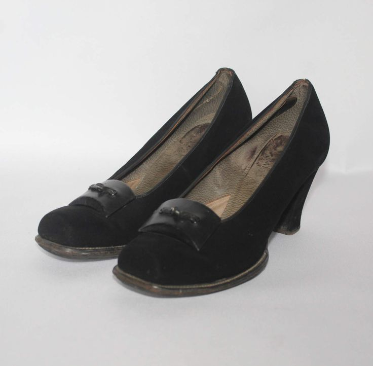 Made from black suede, these little court shoes from the 1940s have a great squared off toe, which looks so smart on. A simple design, the trim in the front makes them standout from the normal court shoe, and they look great in profil. Condition These are in good condition, considering they are over 75 years old! Still good and strong, there are a couple of minor points to note; - quite a lot of wear on the inners, but this obviously isnt visible when theyre worn - slight wear on the fabric…