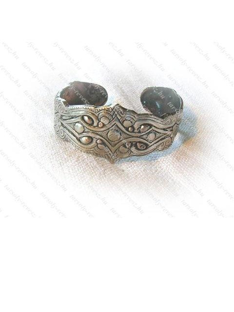 Bracelet with an ancient hungarian motif