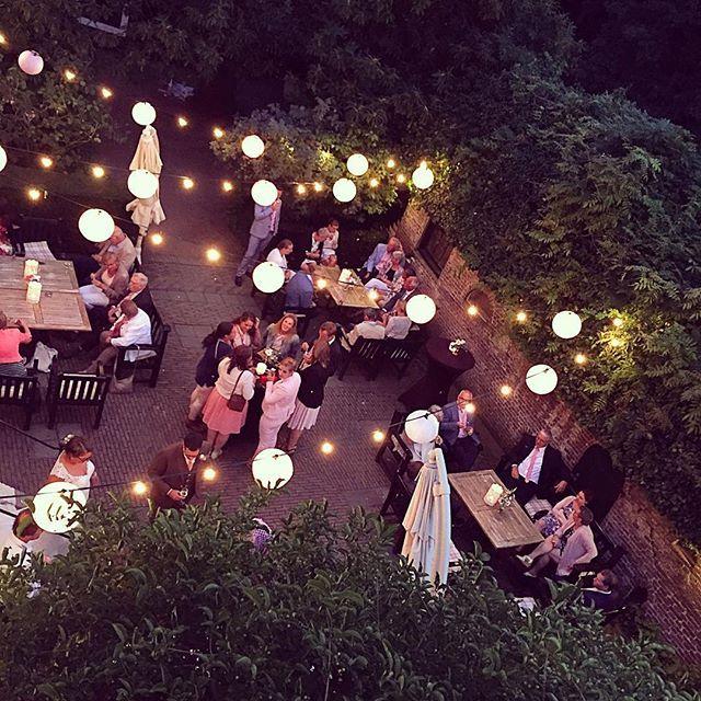 #terras #kasteel #landgoed #tuin #binnentuin #kasteeltuin #zomer #zomeravond…