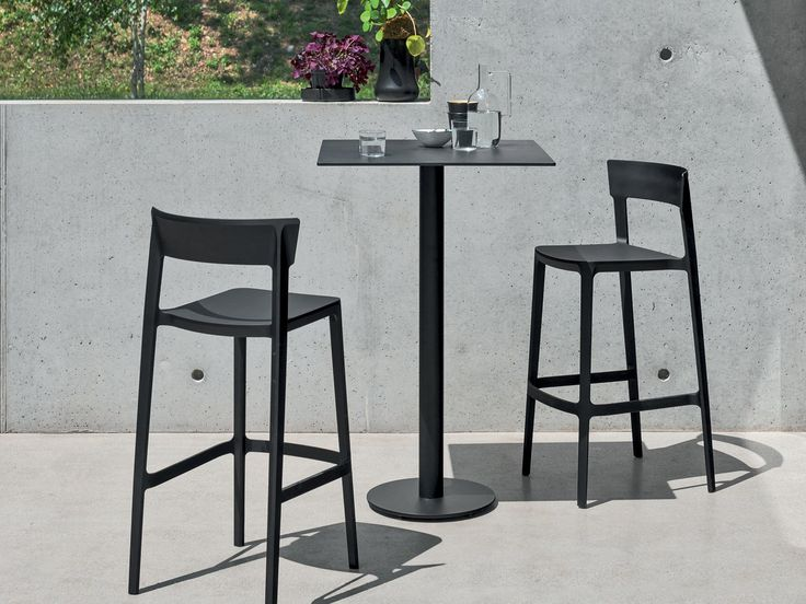 Modern And Innovative Bar Stool With A Minimalist Yet Sophisticated Design,  It Can Be Matched With Both A Modern And Classic Tables.