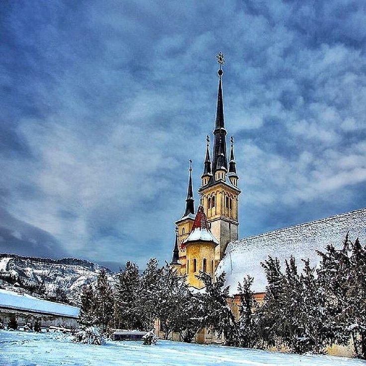 Biserica Sfântul Nicolae din Brașov  #romaniaazi #romania #munte #brasov #biserica #iarna #peisaj