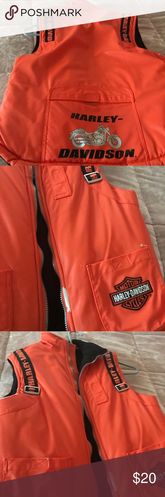 Harley Davidson vest Harley Davidson  used you can see wear something orange has rubbed off and it's white other than that zipper everything works fine still a lot were Harley Davidson Other
