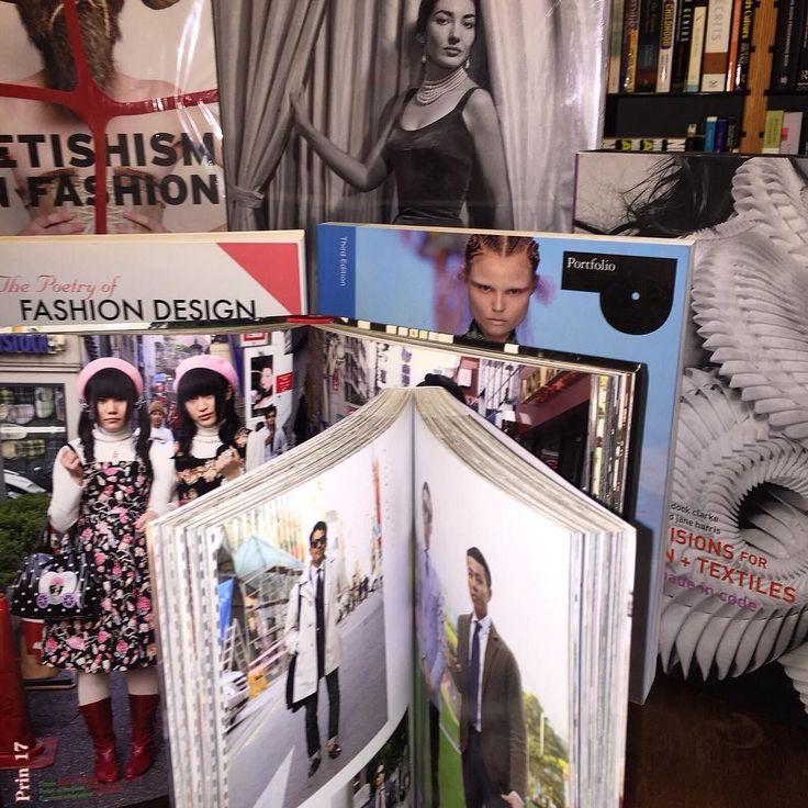 #fashion #design #books #fashiongram #fashionaddict #designer #designerfashion #instafashion #igfashion #instadesign #tasarım #moda #kitap #instakitap #bookworm #bookself by homerkitabevi