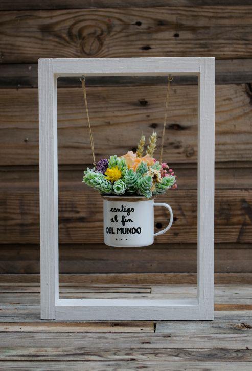 Columpio con flores preservadas y secas contigo al fin del mundo