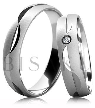 B48 Snubní prsteny z bílého zlata v saténově matném provedení uprostřed se zdobnými rýhami. Dámský prsten zdobený kamenem. #bisaku #wedding #rings #engagement #svatba #snubni #prsteny