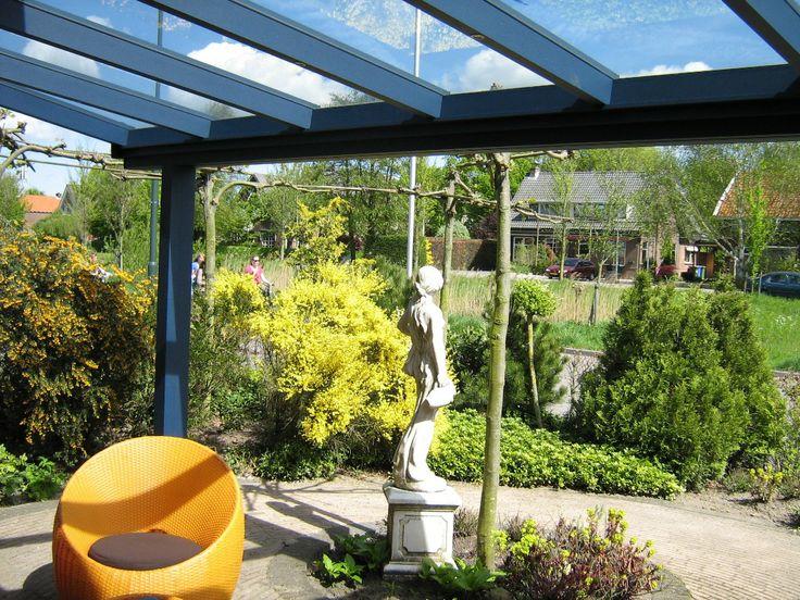 Verleng je woonkamer met deze mooie overkapping, een stukje extra comfort in de tuin.