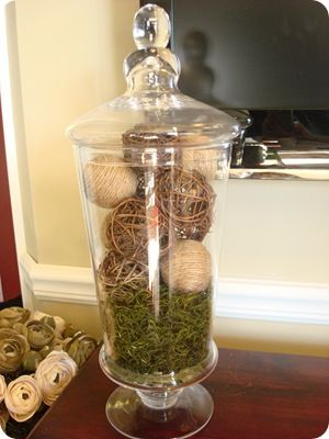 Thrifty Decor Chick: jute and burlap with twig balls..easy natural look, especially with the moss..greenery