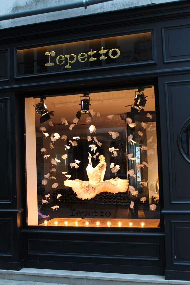display window, boutique repetto, paris | shopping + travel #storefronts