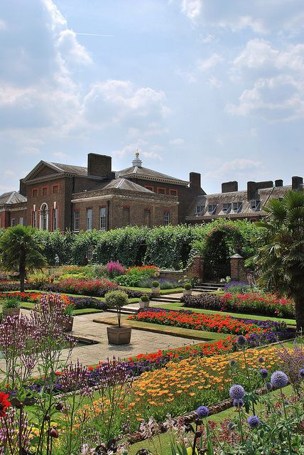 Kensington Palace. If I had been able to stay a little longer, Kate & Will would have been my neighbours.