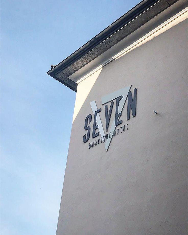 Seven Group - Ascona Svizzera. In foto una delle sei insegne realizzate e montate per il Seven Boutique Hotel.  #realizzazione #montaggio #insegna #insegne #signs #sign #dibond #fresato #intaglio #vernice #forex #sagomatura #adigital #pesaro