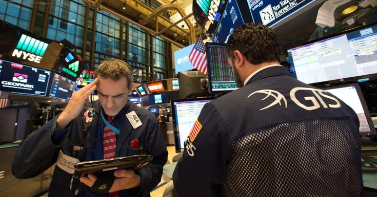 Dow closes 254 points lower as Walmart posts worst day since January 1988