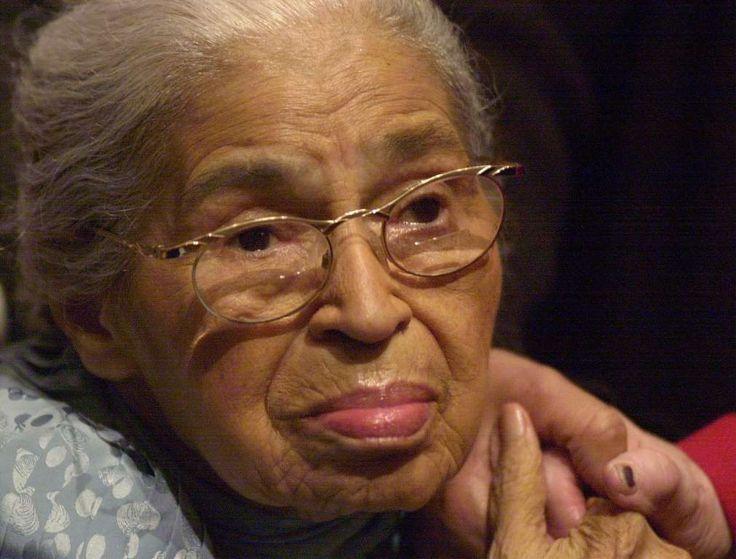 """ROSA PARKS Reconocida como la """"primera dama de los derechos civiles"""" por el Congreso de Estados Unidos, Rosa Parks se negó a darle su asiento de autobús a un pasajero blanco. The US Congress called her """"the first lady of civil rights"""" and """"the mother of the freedom movement.."""
