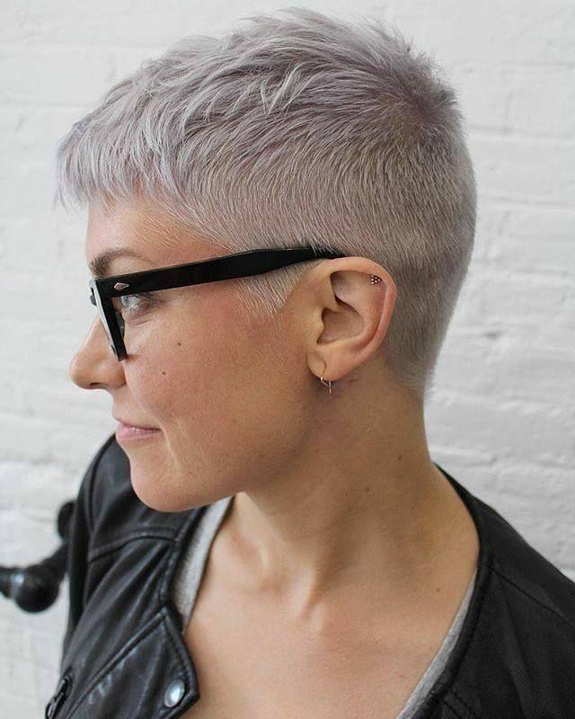 10 Tinten Grijs Welke Snelkoppeling In Deze Geweldige Kleur Zou Jij Kiezen Extrem Kurze Haare Frauen Haarschnitt Kurz Extrem Kurze Haare