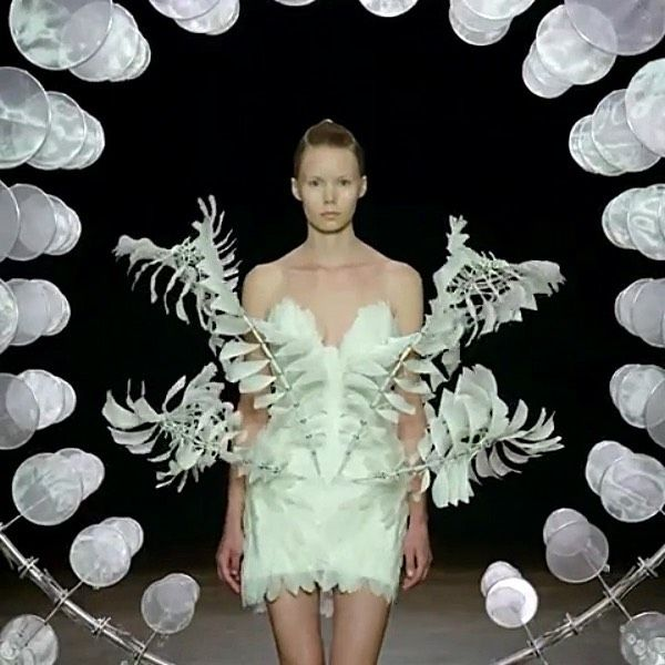 The Infinity Dress By Iris Van Herpen Presented Today During The Paris Couture Shows The Collection Was Ins Iris Van Herpen Infinity Dress American Artists