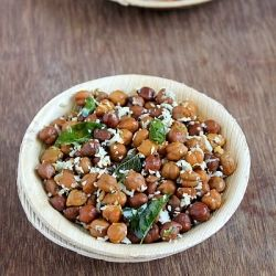 India-Spiced Chickpeas with coconut--so easy, and sounds wonderful!      #Vegan #frugal