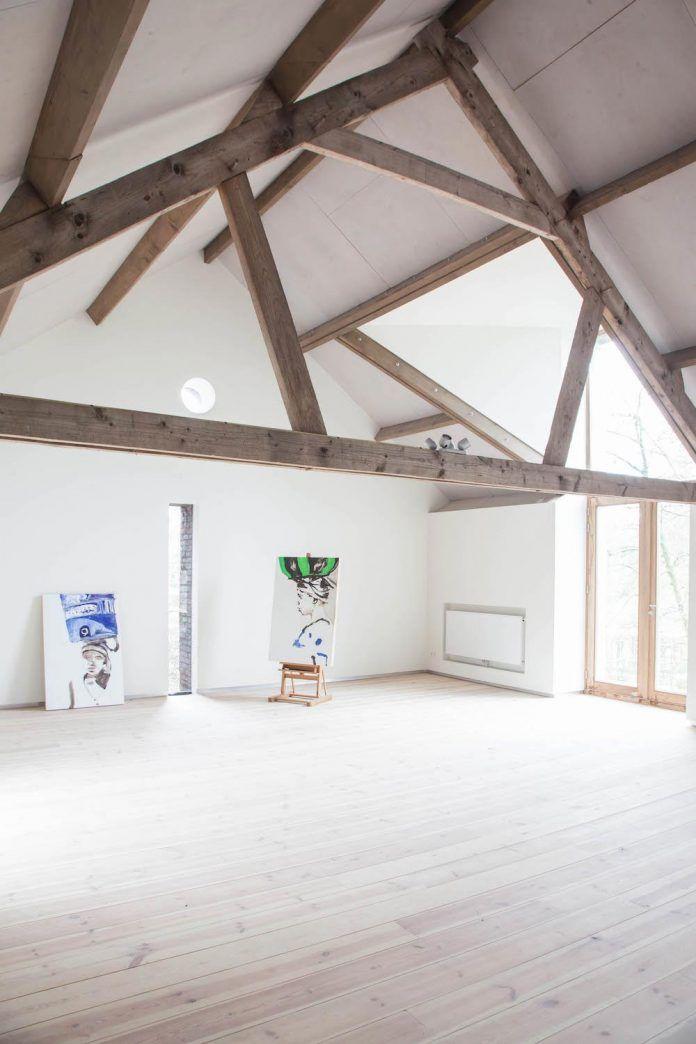 authentic-modern-farmhouse-hilly-countryside-limburg-05