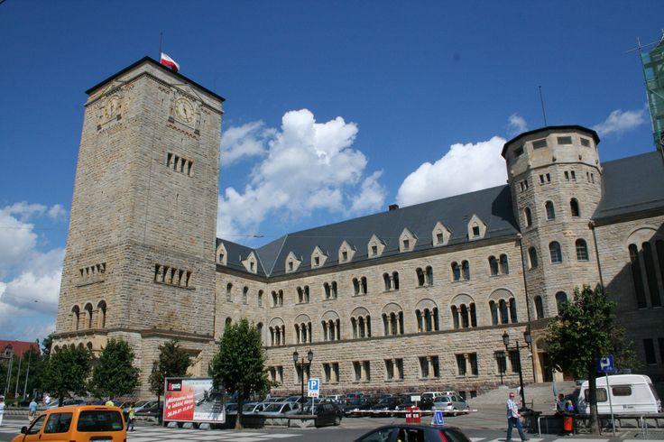 Nasz sąsiad- Zamek Cesarski w Poznaniu. Centrum kultury i historii. Najważniejsza budowla Dzielnicy Cesarskiej, powstała dla ostatniego cesarza niemieckiego i króla Prus Wilhelma II