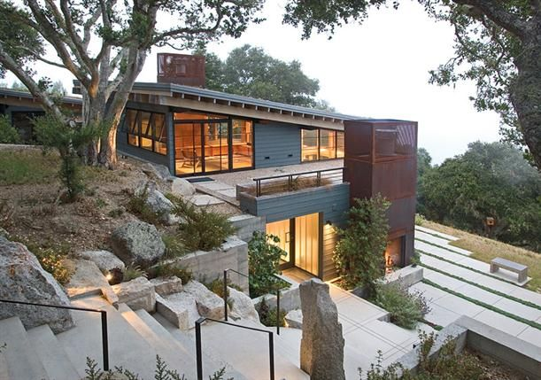 Beautiful modern natural house design in hill with rooftop for Modern hill house designs