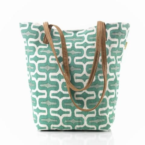 The perfect tote bag! // Every purchase makes a difference at Redemption Market // ethical • sustainable • lovely
