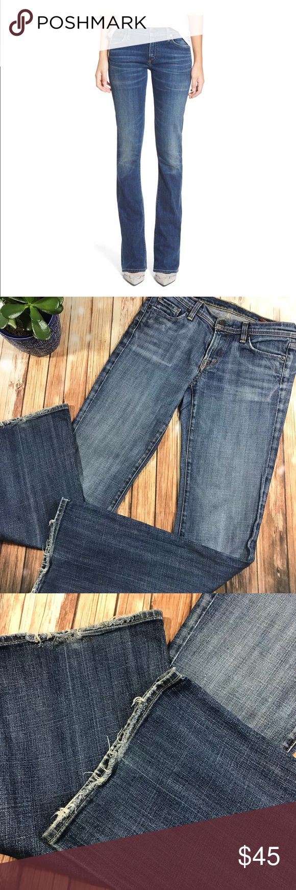 """Citizens of humanity Ingrid 002 Gently used condition, amazing blue COT flare jeans, low waist ( rise 7.5) , stretchy. Waist 15"""", hips 16"""", inseam 32"""". The back  bottom of the jeans are worn but can be hammed and adjusted to desirable inseam. Citizens Of Humanity Jeans Flare & Wide Leg"""