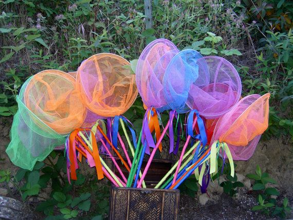 SALE Critter Catcher Nets - Birthday Favors, Fairy Catchers, Butterfly Nets, Bug Catchers, Fish Nets, Garden Party. $10.00, via Etsy.