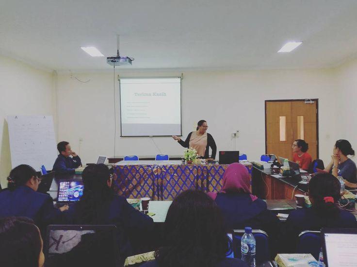 Sloka Institute memberikan materi jurnalisme warga dalam pelatihan di PS Ilmu Kesehatan Masyarakat (IKM) Universitas Udayana Bali.  #AJAKAN