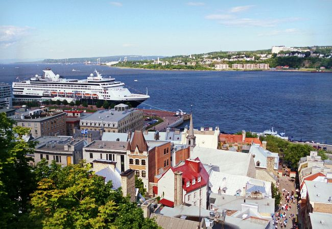 Holland America's Veendam in Quebec City (Canada/New England Discovery Cruise)