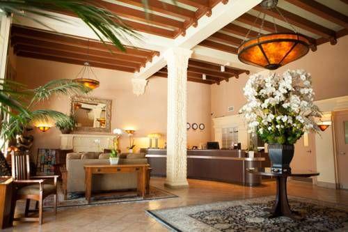 Hotel Carmel By The Sea - Situé à 8 minutes de la jetée de Santa Monica, cet hôtel sert un petit-déjeuner continental avec café, jus de fruits et pâtisseries. Toutes les chambres comprennent une télévision par câble à écran plat. Adresse Hotel Carmel By The Sea: 201 Broadway CA 90108 Santa Monica (California)