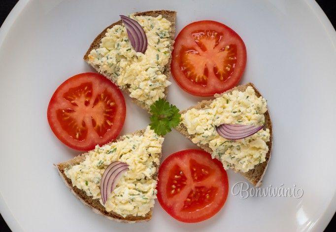Pomazánka z varených vajec je u nás veľmi obľúbená. Robievam ju dosť často hlavne k raňajkám. K receptu na vajíčkovú pomazánku hádam viac ani netreba, len dobrú chuť a pekný deň :-)