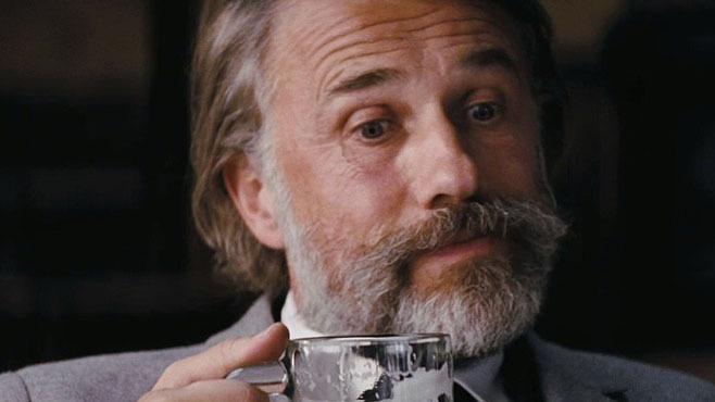 Una volta scrissi che Tarantino non è un vero e proprio regista, ma il più grande barman della storia del cinema: non ha inventato nessun ingrediente, ma ha sempre saputo mescolare cose già fatte da altri, creando cocktail meravigliosi, o insiemi