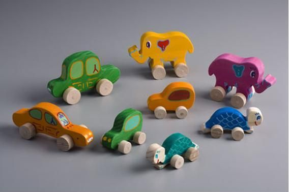 #coches, #elefantes y #tortugas con ruedas, de madera, hechos totalmente a mano. Recomendados a partir de 2 años / cars, elephants and turtles with wheels, wood, entirely by hand. Recommended from 2 years $6