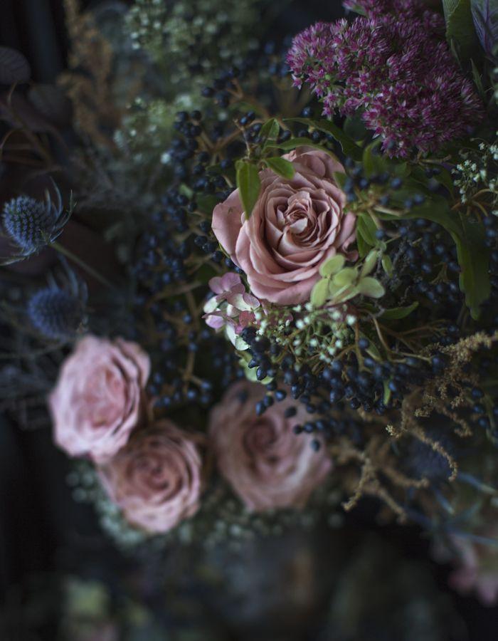 flower arrangement photo by Kreetta Järvenpää www.gretchengretchen.com
