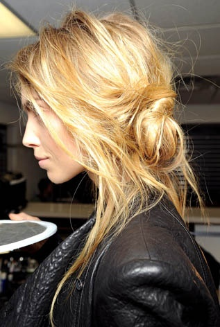 messy side bun: Hair Colors, Messy Hair, Beds Head, Long Hair, Messy Buns, Hairstyle, Hair Style, Hair Looks, Side Buns