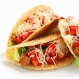 [TACOS]  Les tacos font partie de la cuisine mexicaine et tex-mex. Il s'agit d'une tortilla farcie de viande, poisson, légumes, oignons…  Les tacos sont généralement servis roulés à la manière des burritos ou bien dans une assiette, tortilla et garniture séparées.  Idéal pour manger sur le pouce et sans couverts, on trouve de plus en plus les tacos comme spécialité de restauration rapide.