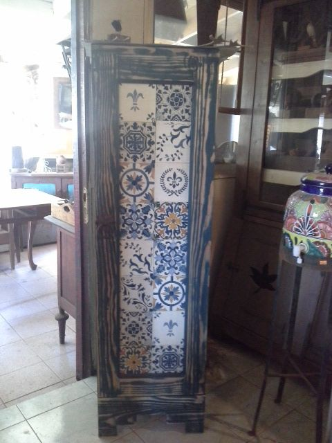 Aplicación en mueble de réplicas de azulejos portugueses de madera.