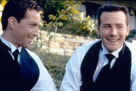 Still of Dan Bucatinsky and Richard Ruccolo in All Over the Guy (2001) | Essential Gay Themed Films To Watch, All Over the Guy http://gay-themed-films.com/watch-all-over-the-guy/